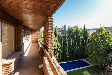 Spectacular apartment with terrace all around the house in el viso.