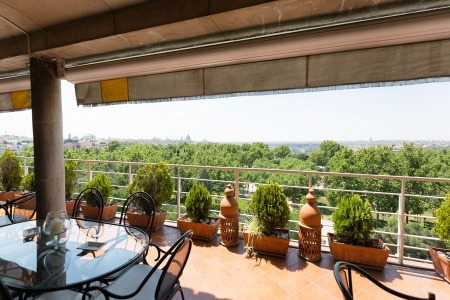 Spectacular penthouse with views over the Almudena Cathedral and the Royal Palace